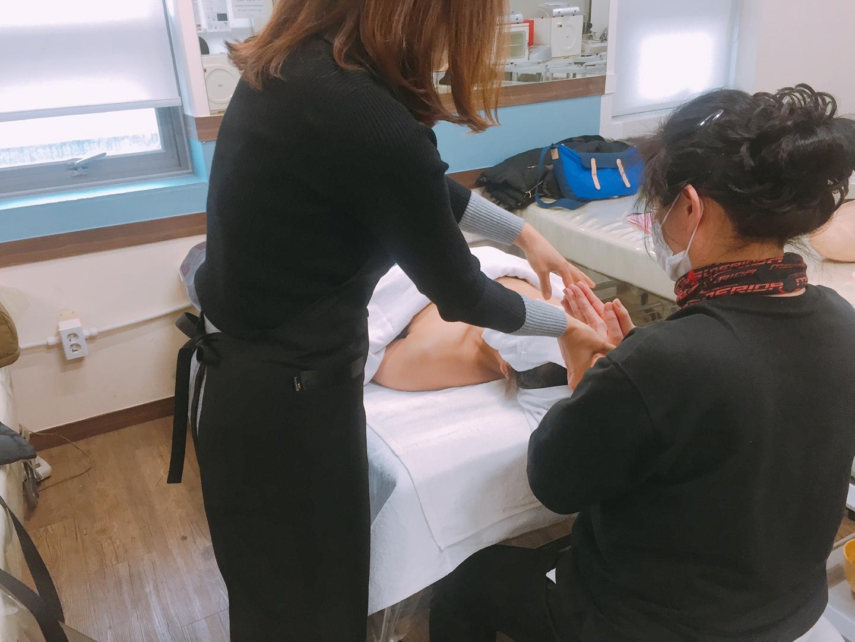 피부실무반 얼굴관리 수업중!