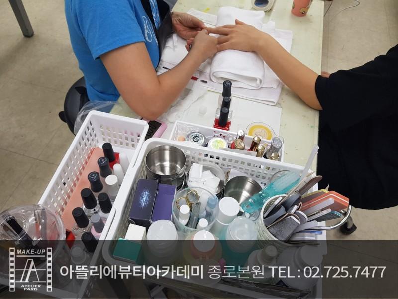1인 창업 아이템의 꽃 네일아트~!